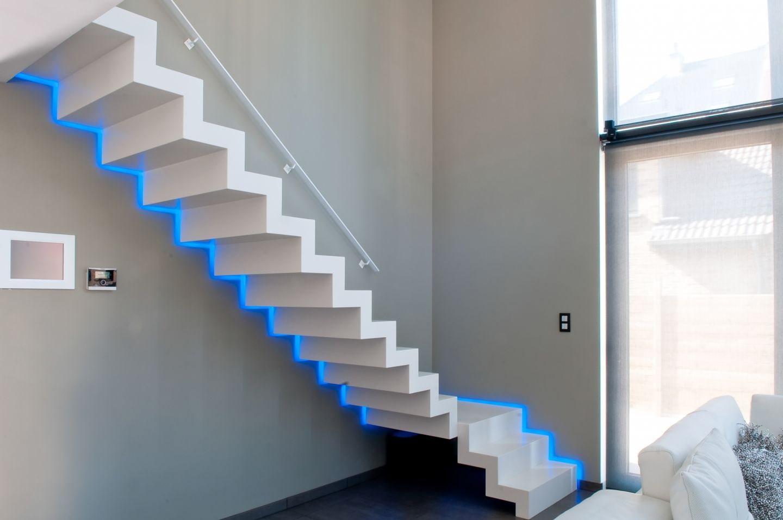 подсветка лестницы в доме оригинальная