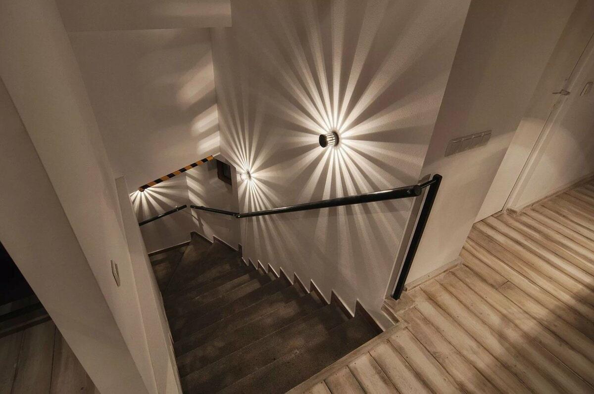 подсветка лестницы в доме стандартная