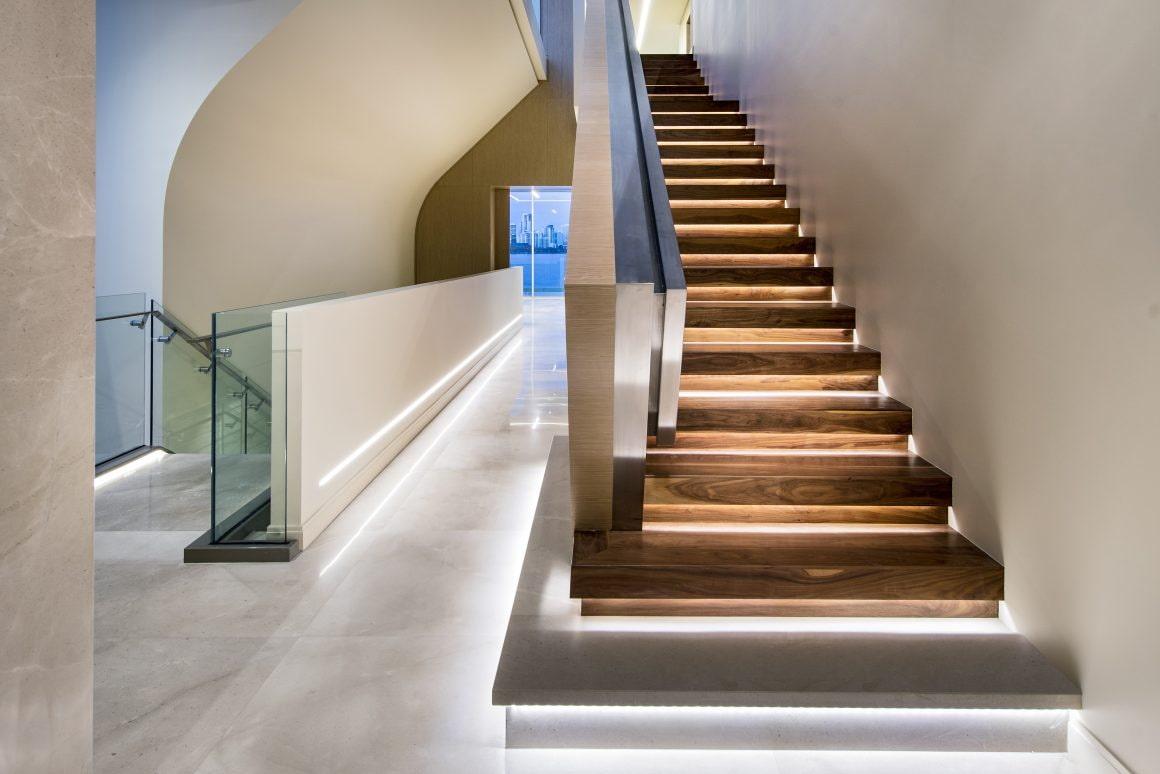 подсветка лестницы в доме светодиодами