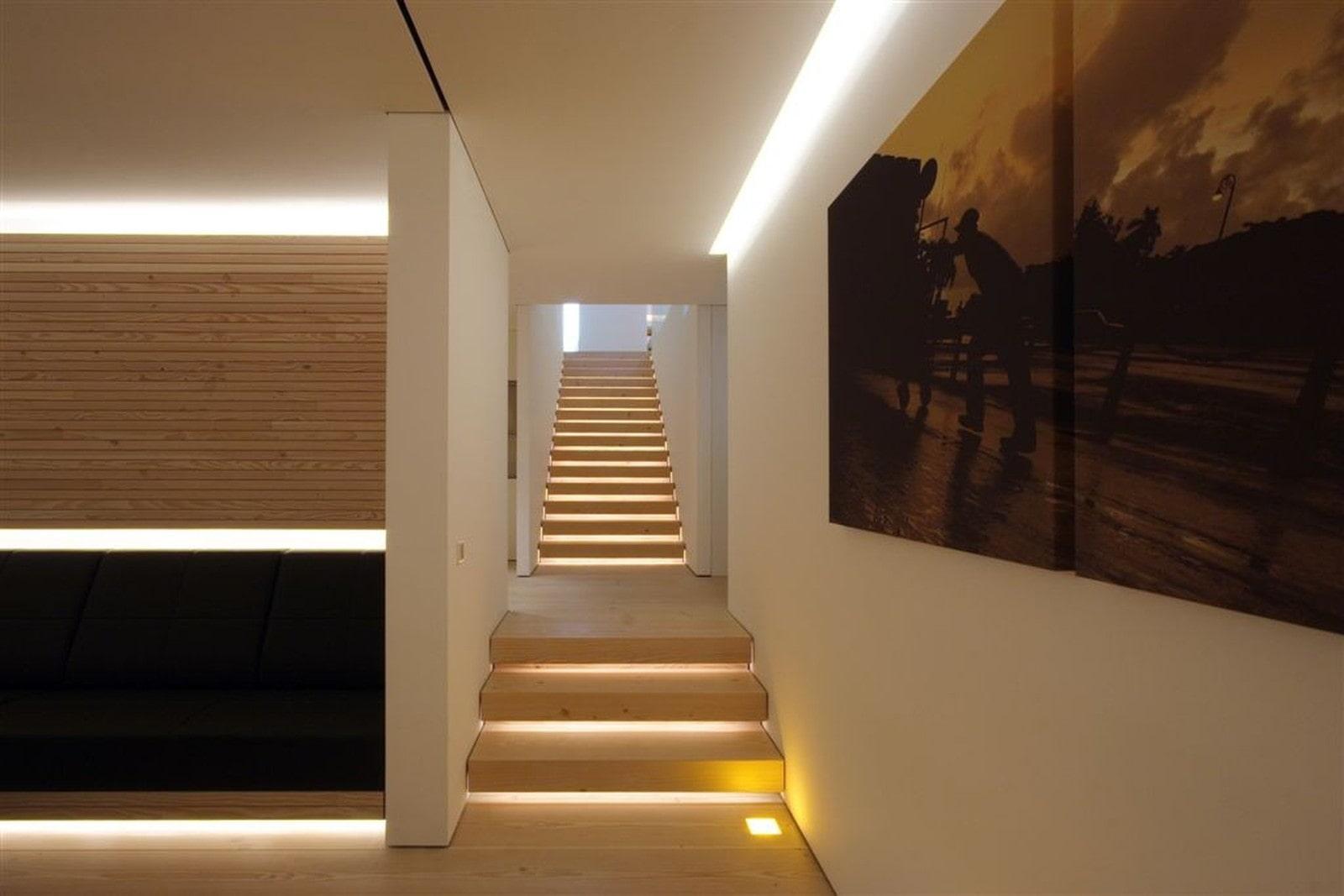 подсветка лестницы в доме своими руками фото