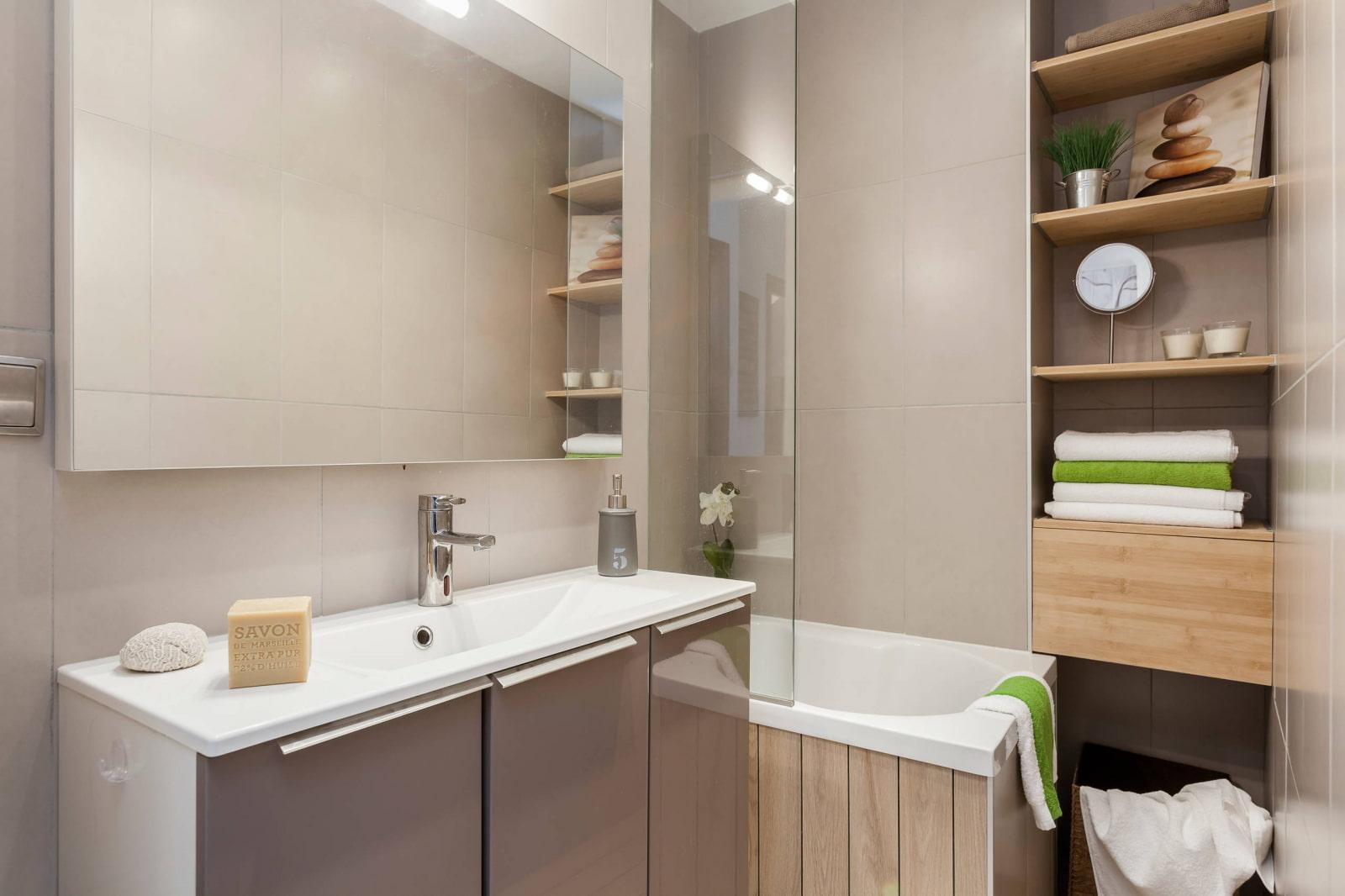 полки в ванной комнате встроенные
