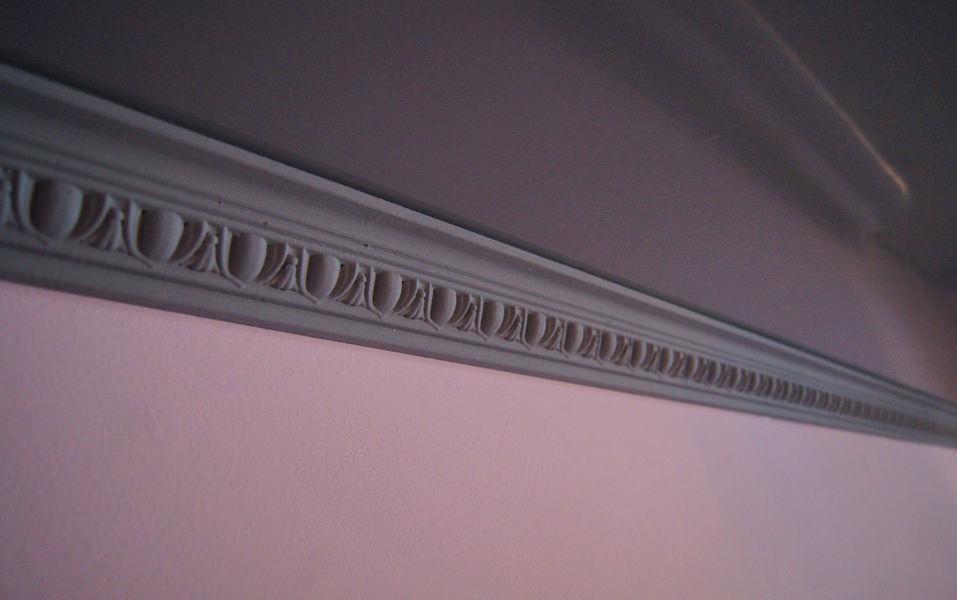 потолочный плинтус для натяжного потолка дизайн фото