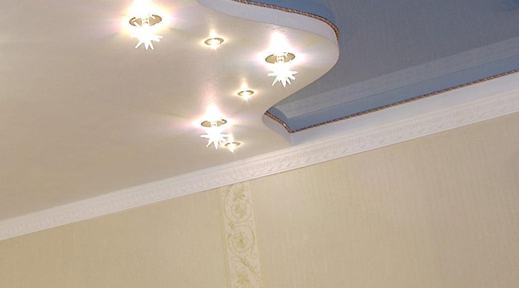 потолочный плинтус для натяжного потолка фото дизайна