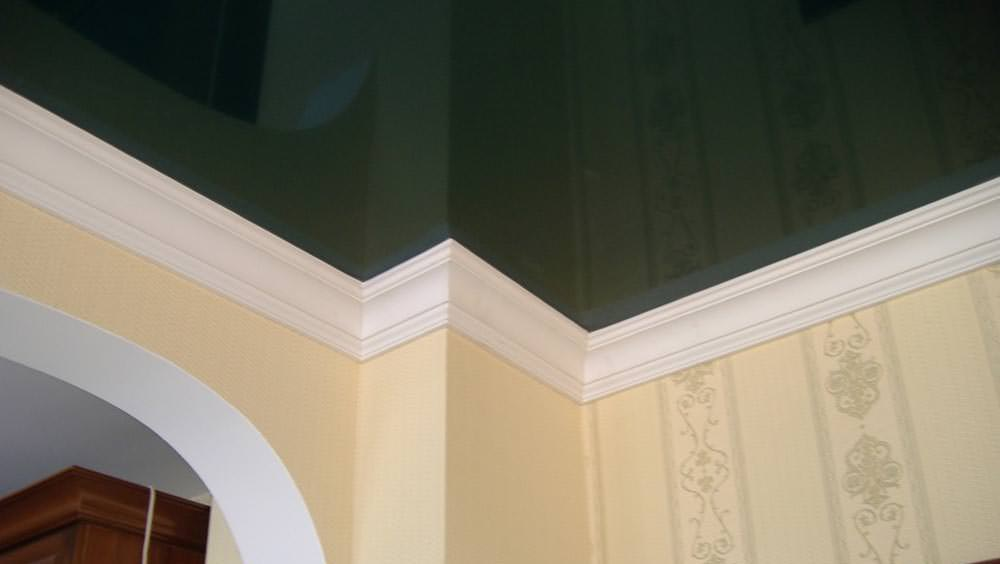 потолочный плинтус для натяжного потолка фото идеи