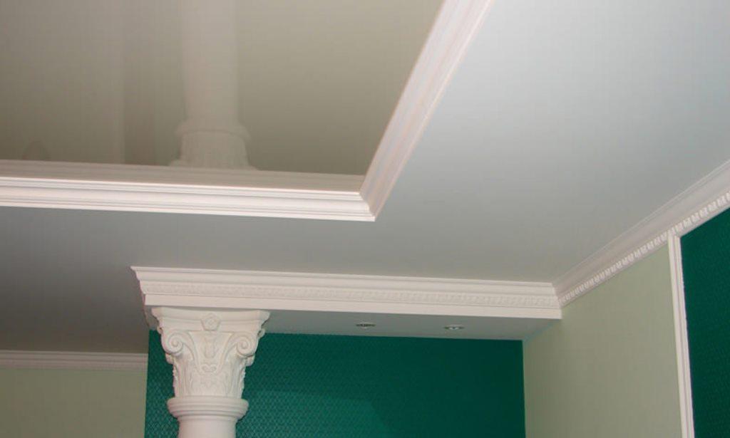 потолочный плинтус для натяжного потолка фото