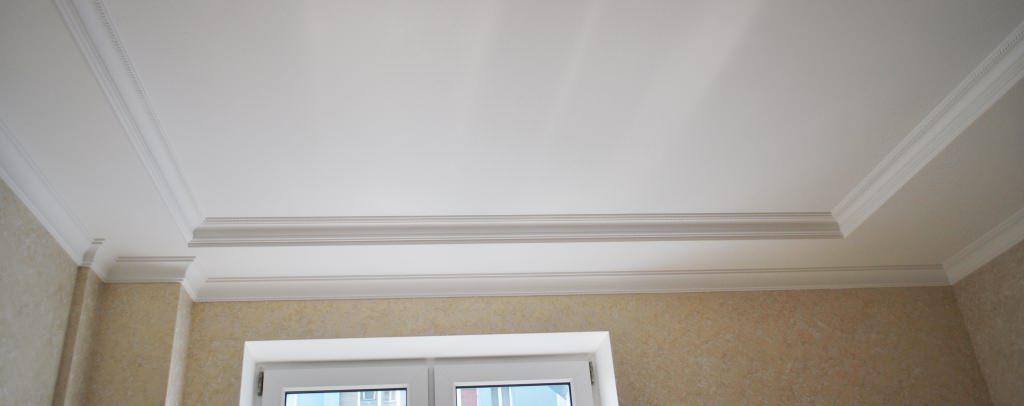 потолочный плинтус для натяжного потолка идеи дизайн