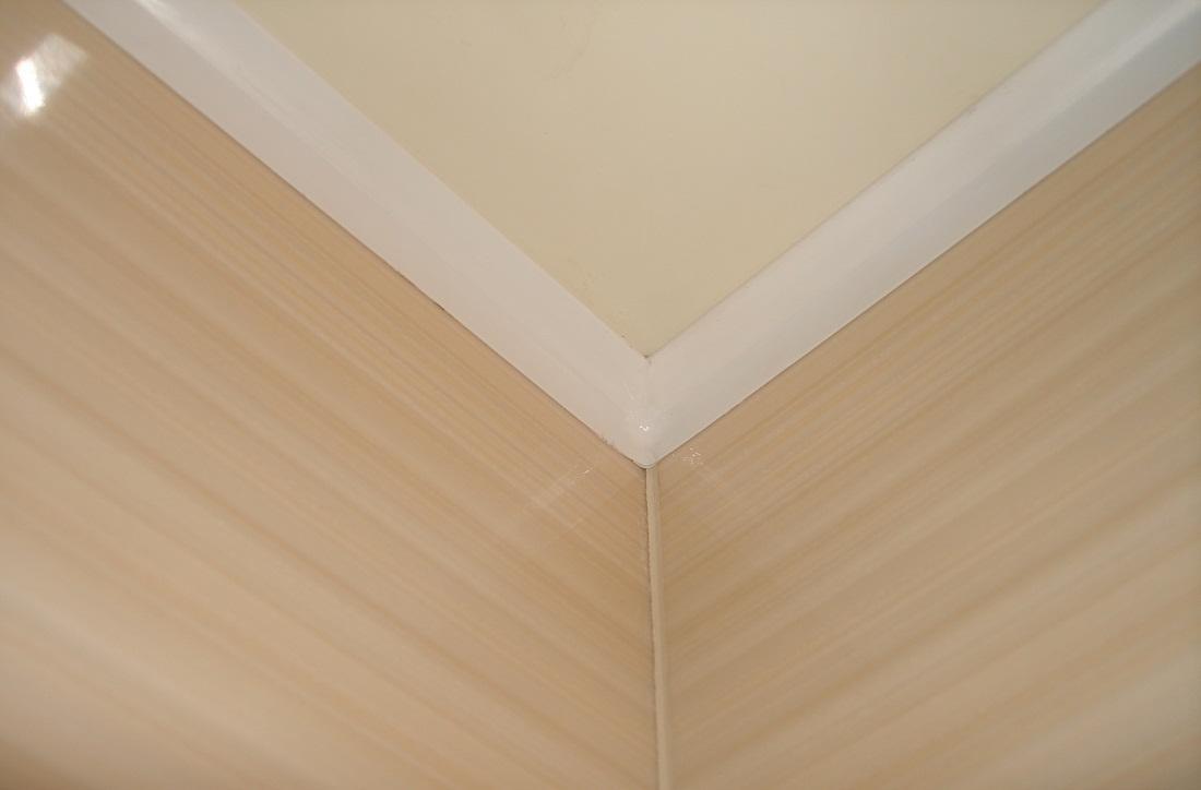 потолочный плинтус для натяжного потолка пластиковый