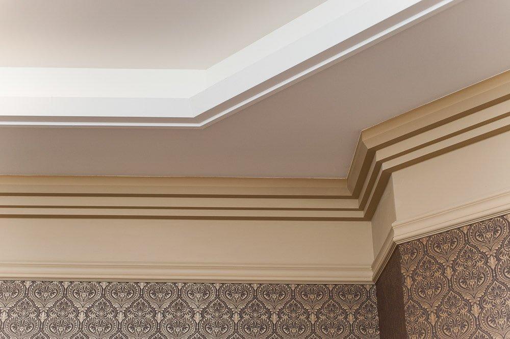 потолочный плинтус для натяжного потолка полиуретановый