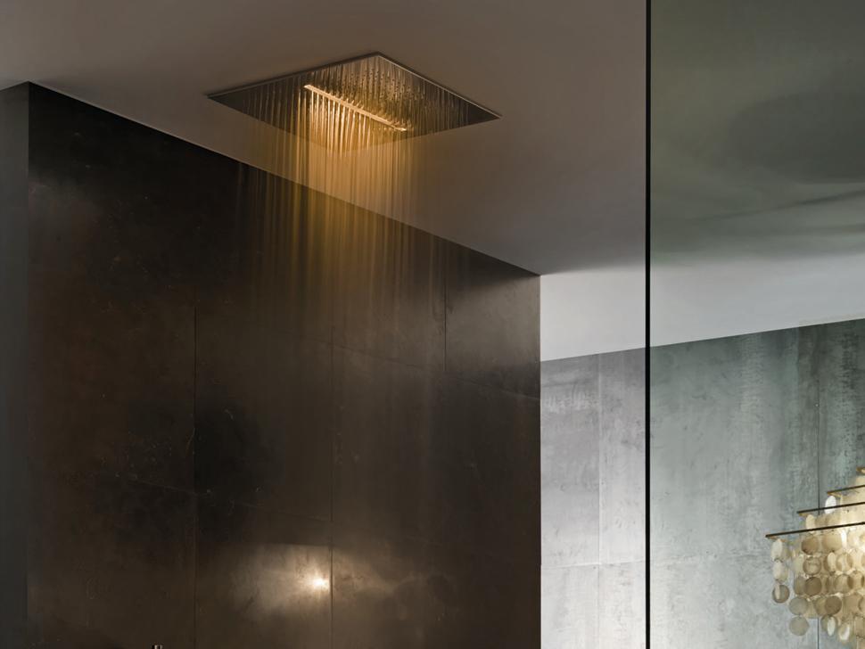 тропический душ с потолка