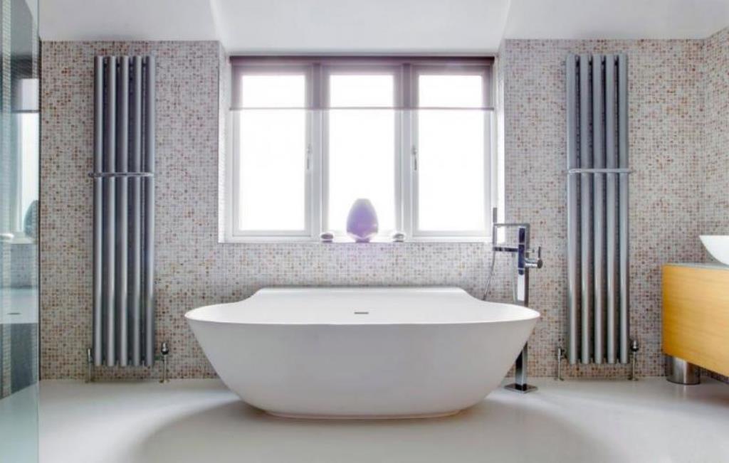 ванна из литьевого мрамора в интерьере