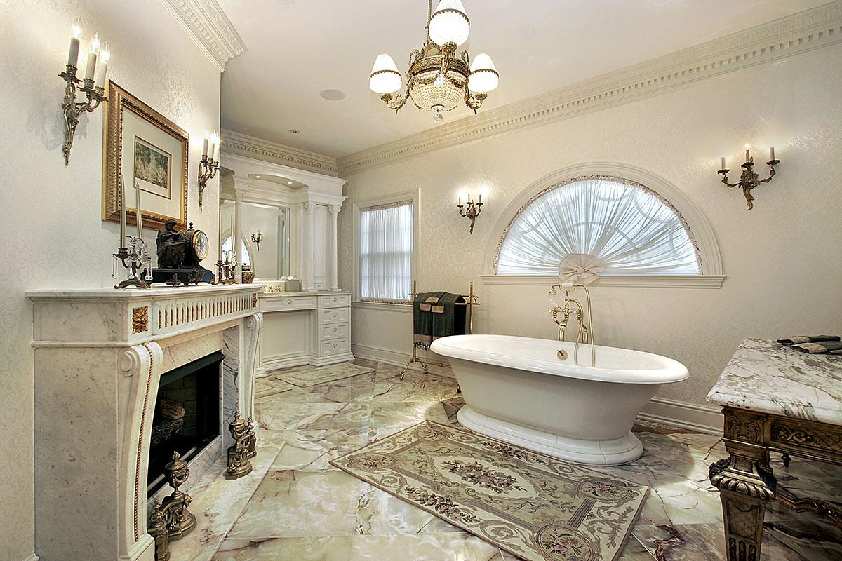 ванная комната в классическом стиле с камином