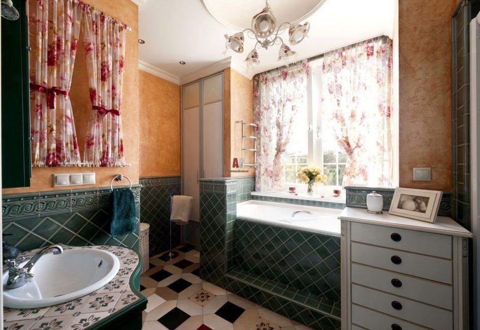 ванная комната в стиле прованс с натяжным потолком