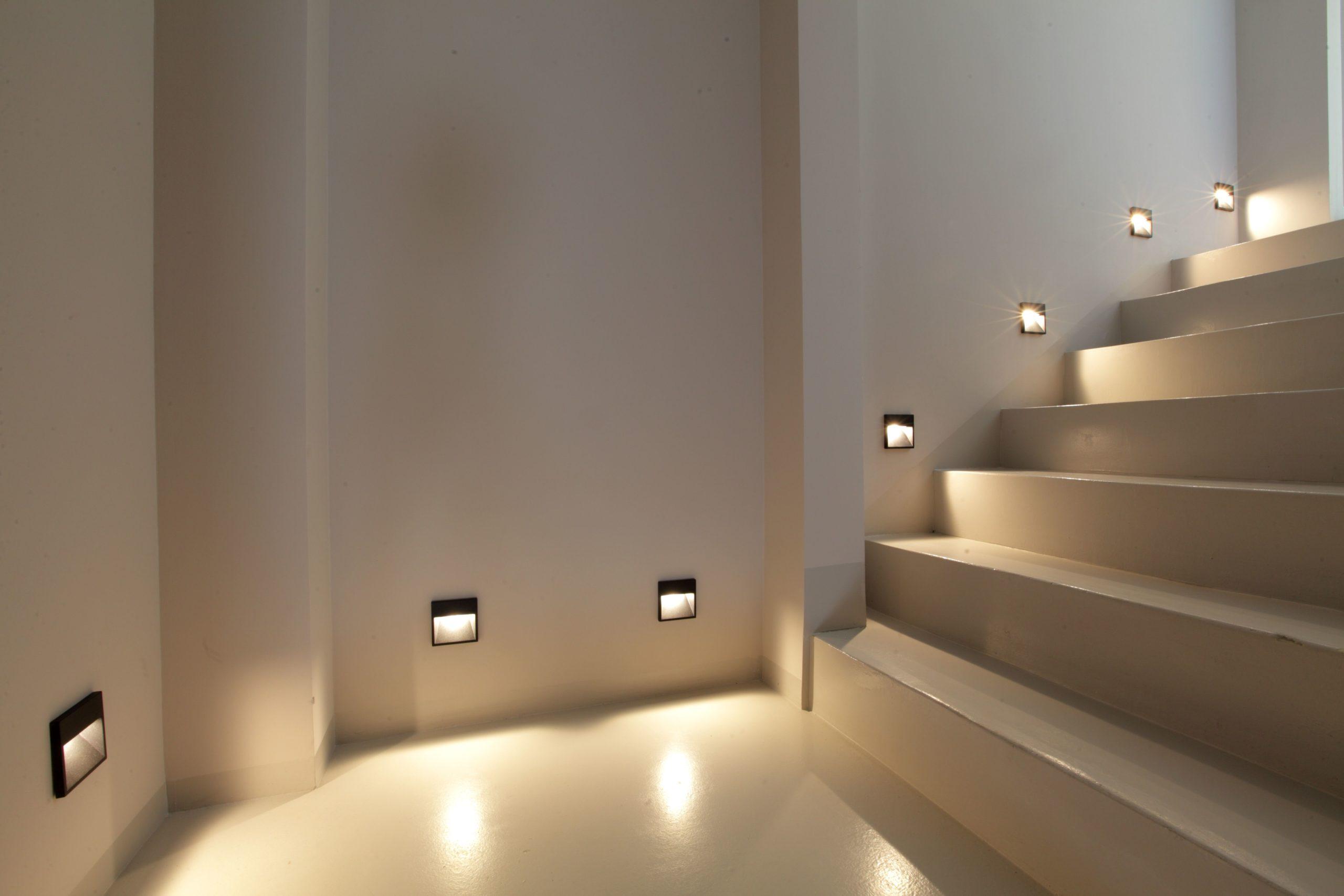 встроенная подсветка лестницы